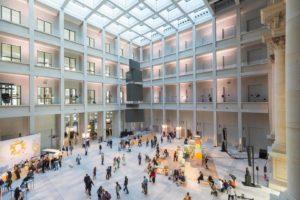 Foyer mit Media Tower (Foto: David von Becker)